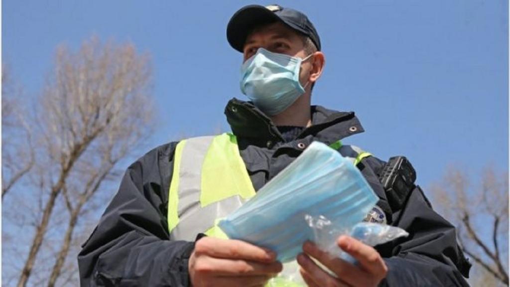 В Украине с 21 ноября будут штрафовать за отсутствие маски на лице: нарушителям придется заплатить 170 гривен (456 рублей)