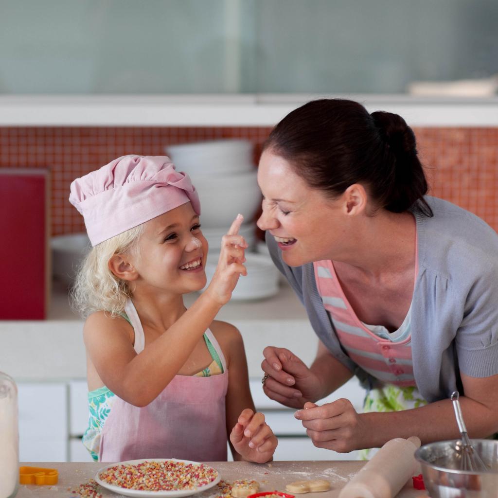 Чтобы отметить День мамы, не обязательно идти куда-то. Проводим праздник во время карантина