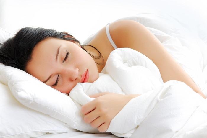 Если мучает бессонница, не пью снотворное. Делаю себе специальный смузи: после него засыпаю, как младенец