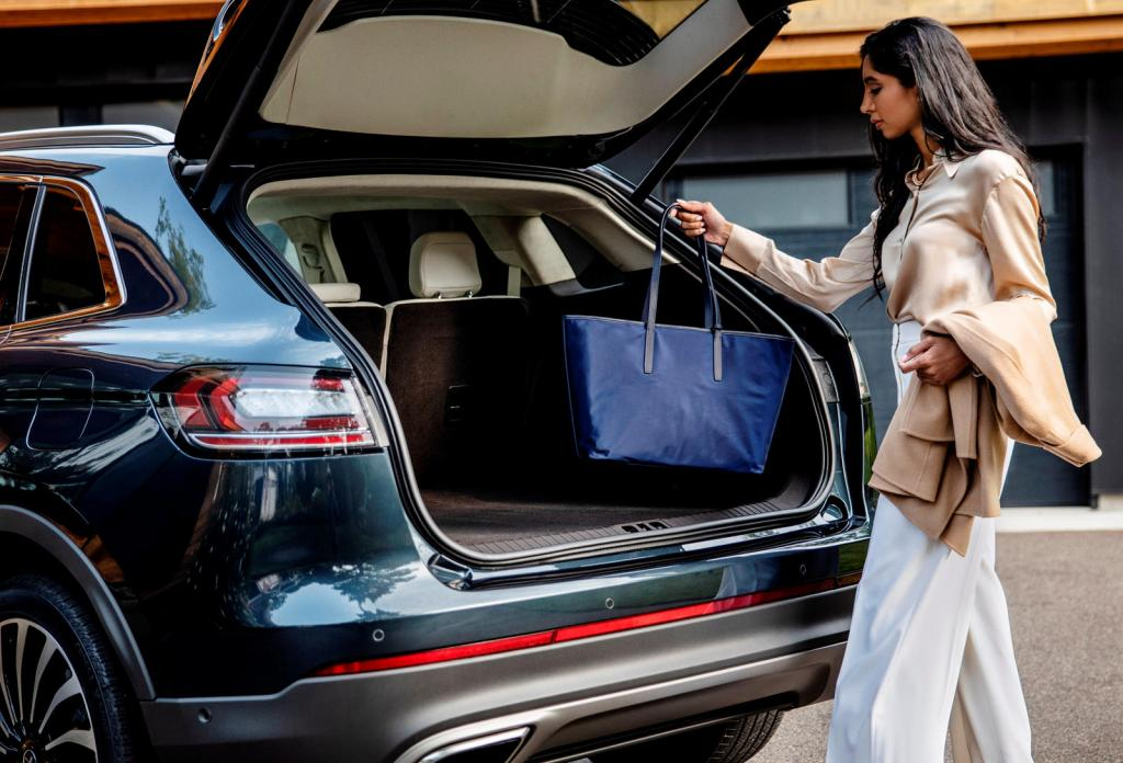 Новые цветовые решения: Lincoln Nautilus 2021 года представит потрясающий новый интерьер