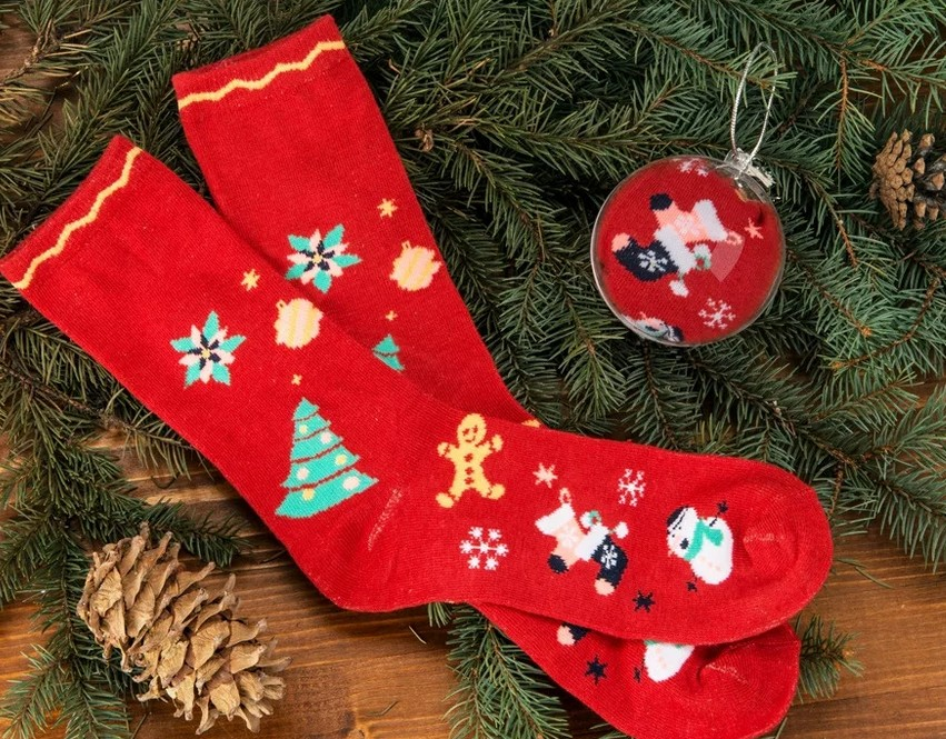 Новогодние сувениры и халаты: что россияне не хотят найти под елкой
