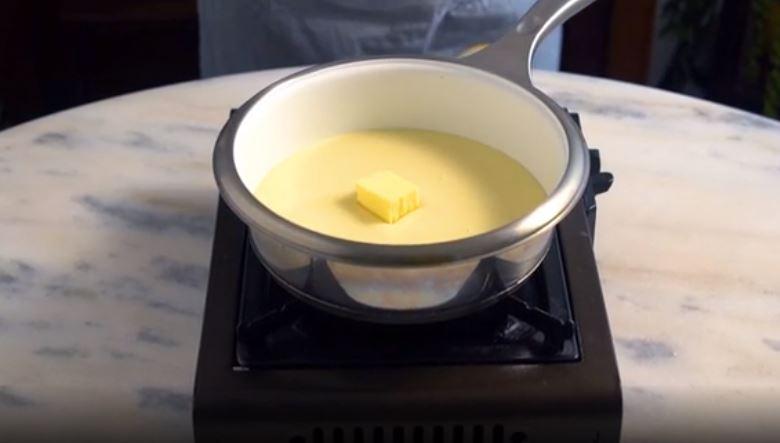 Нежный бисквит с необычной начинкой: рецепт шоколадно-сливочного торта со сгущенным молоком
