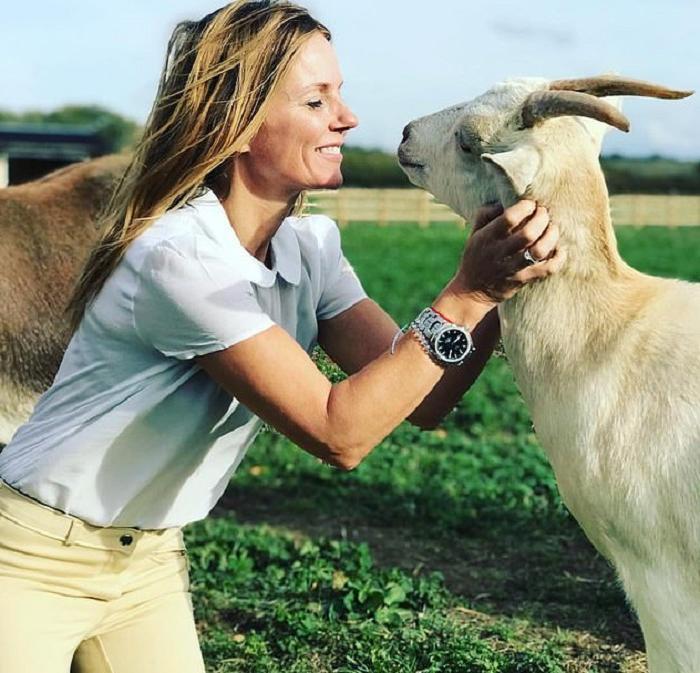 Западные знаменитости все чаще заводят в качестве домашних животных коз: журналистка объяснила, в чем их привлекательность