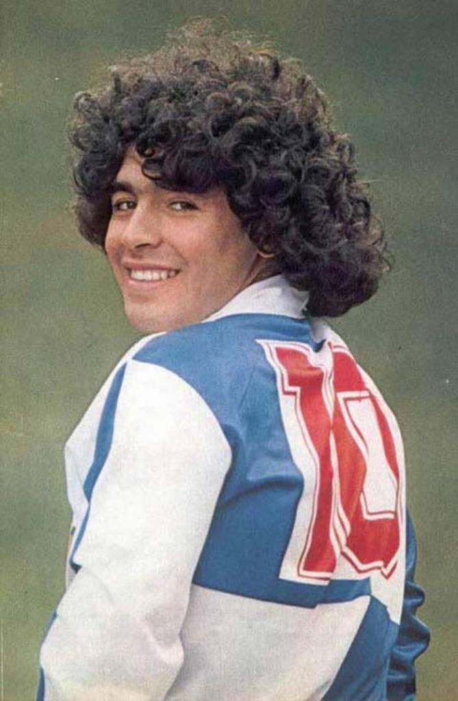 Каким Диего Марадона был в юности: 10 редких фото