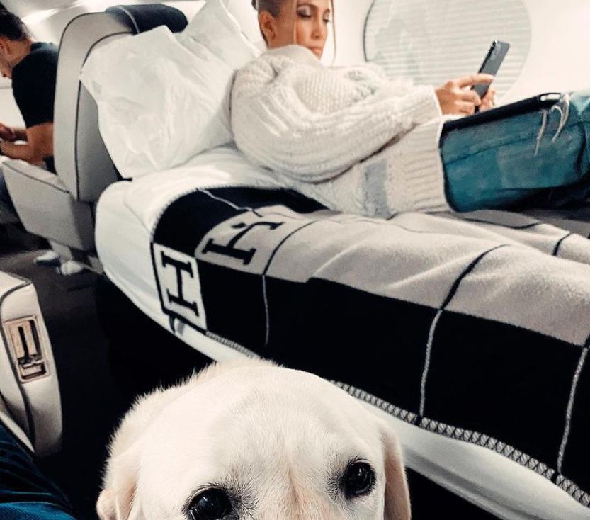Джей Ло поделилась фото с отдыха: подписчики не оценили роскошь на снимке