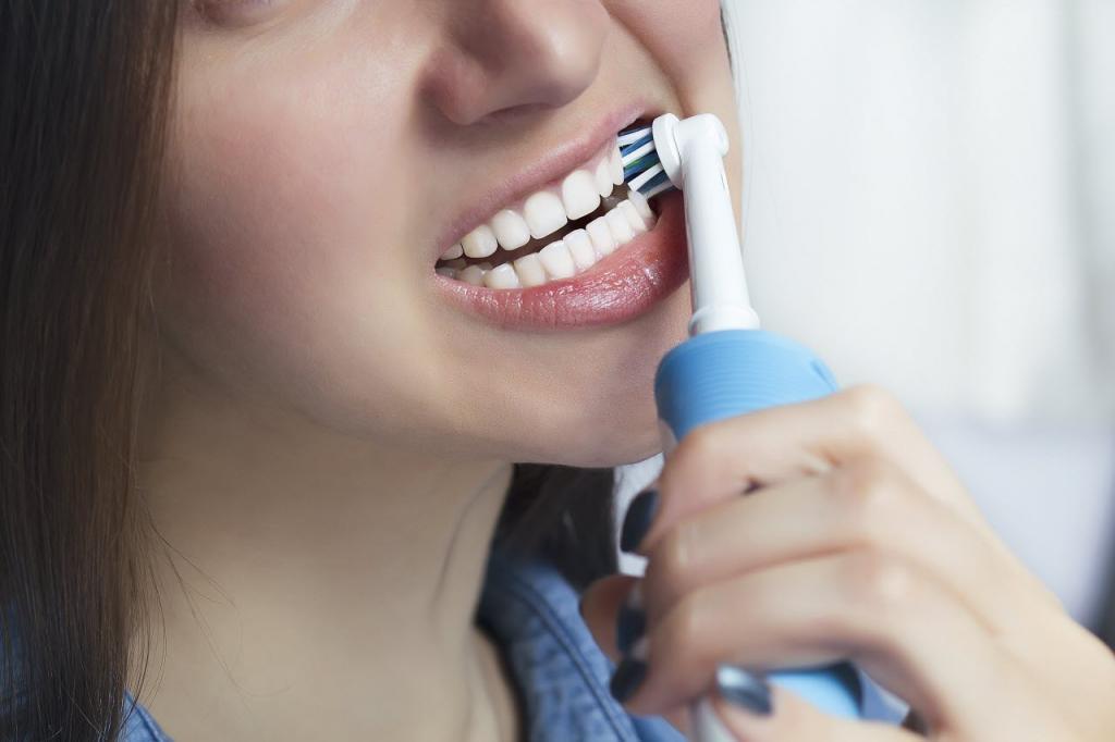 Поход к дантисту во время пандемии: Менее 1 % людей подхватывают вирус в кресле стоматолога. Как ухаживать за зубами во время пандемии