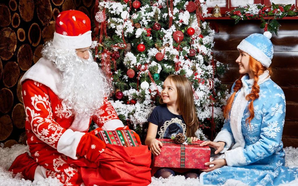 Дети стали сомневаться, существует ли Дед Мороз. Люди со всего мира делятся своими ответами