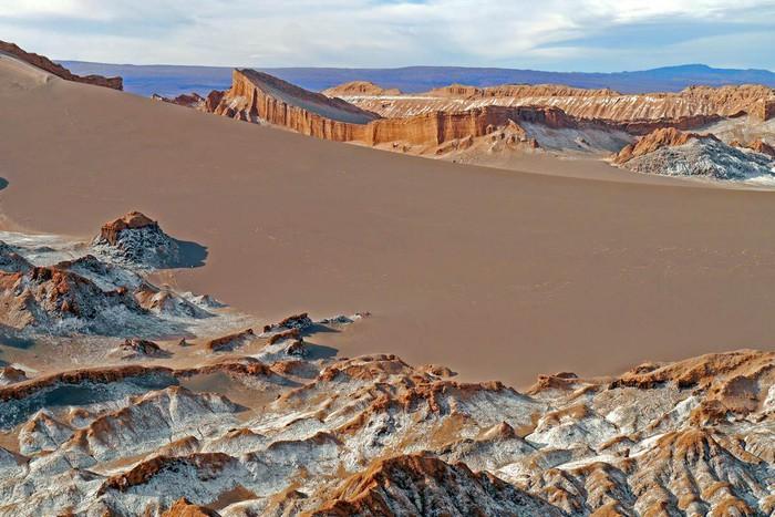 Марс на Земле: пустыня Атакама, на которой ученые испытывают марсоходы (фото)