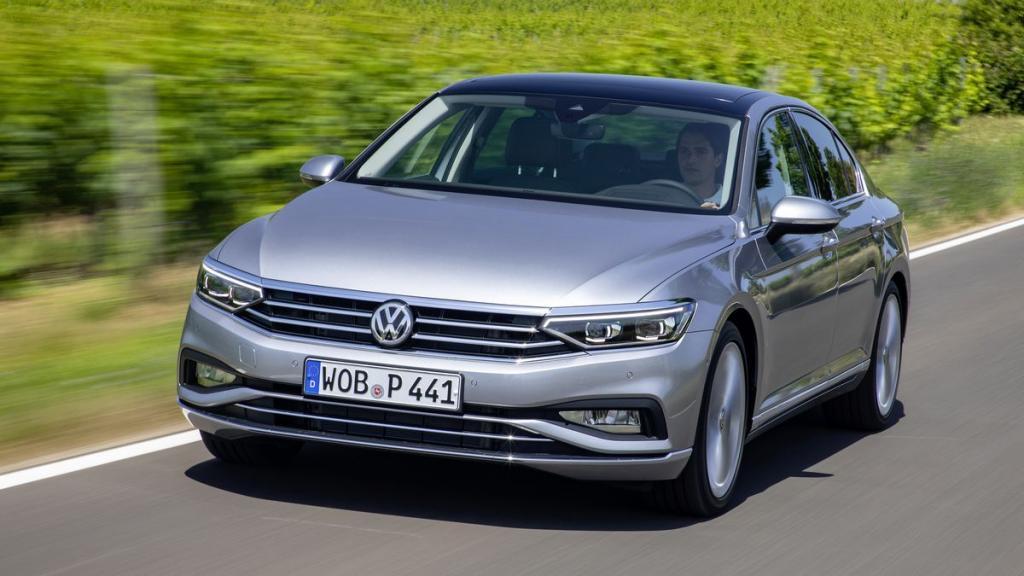 Снизить внутреннюю конкуренцию: компания Volkswagen прекратит продажи седана Passat в Европе