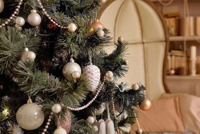 Чтобы задобрить Металлического Быка, елку на новый год 2021 буду наряжать в определенных цветах (красных шаров и бантиков не будет)