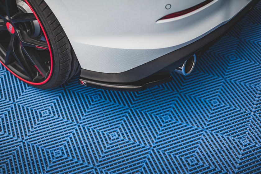 Разделительная полоса на капоте: Maxton Design создал пакет тюнинга для VW Golf GTI Mk8