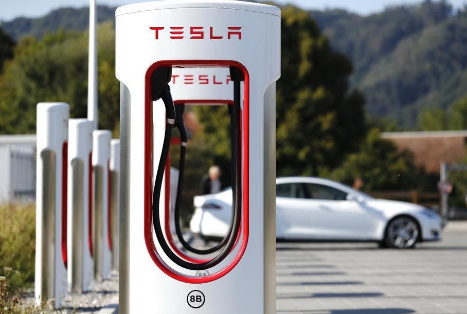 Секрет популярности автомобилей Tesla: звание самой быстрой серийной модели в мире в 2016 году, ускорение до 100 км/ч всего за 3,2 сек. и прочее