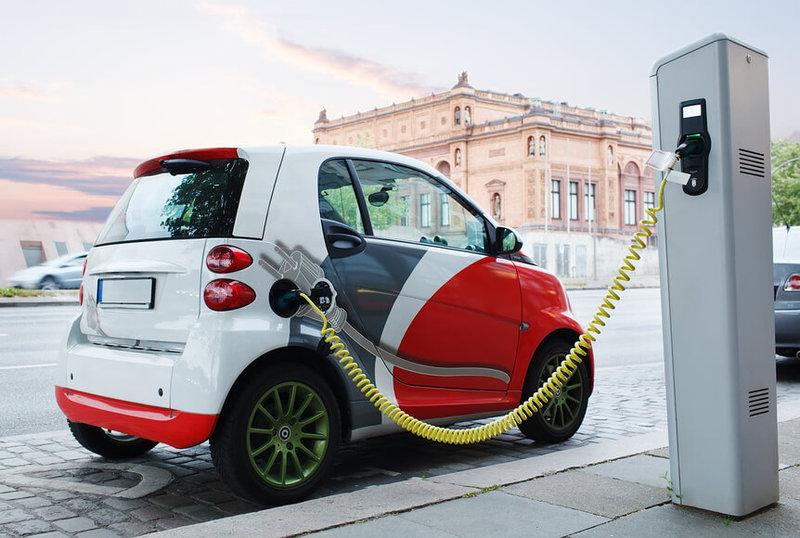 Япония за 15 лет планирует полностью отказаться от бензиновых и дизельных автомобилей: купить можно будет только электромобили и гибриды
