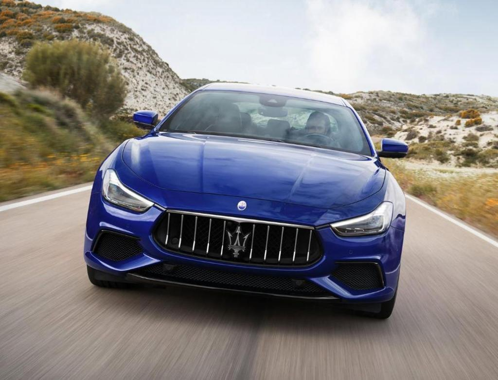 Maserati в погоне за экологичностью и инновациями: к 2025 году итальянский производитель сделает все свои автомобили гибридными или полностью электрическими, а к 2040 году прекратит производство бензиновых моделей