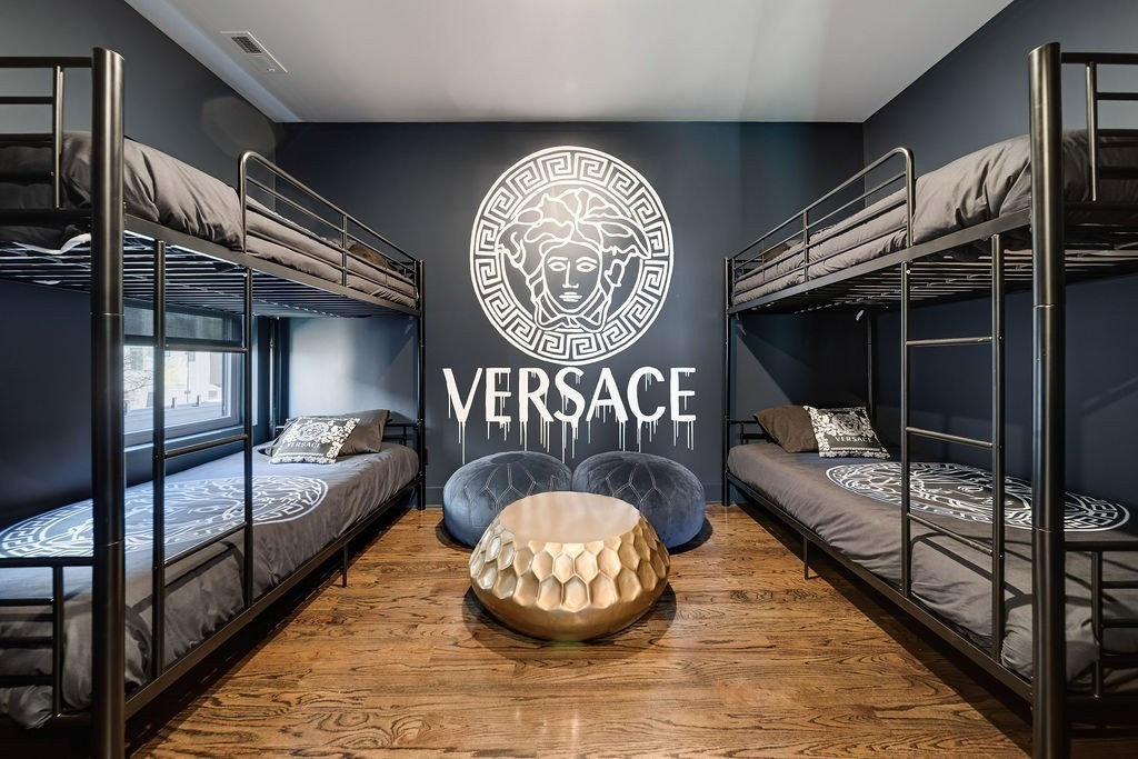 Может ли модное быть безвкусным: в Теннесси за 1,1 млн долларов выставлен на продажу странный дом