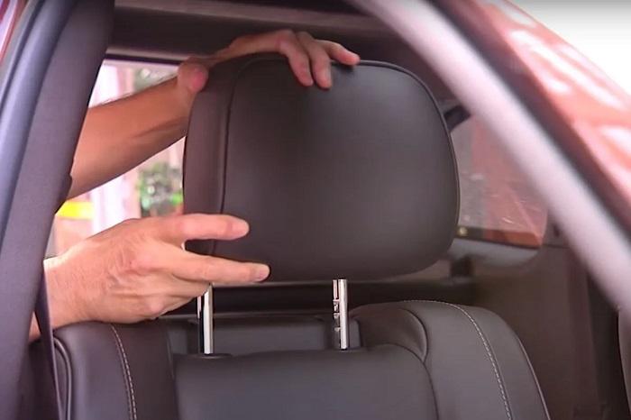 На парковке обратила внимание, что во многих автомобилях на сиденьях отсутствуют подголовники. Оказывается, если водитель едет один, он может снять их, чтобы не мешали заднему обзору