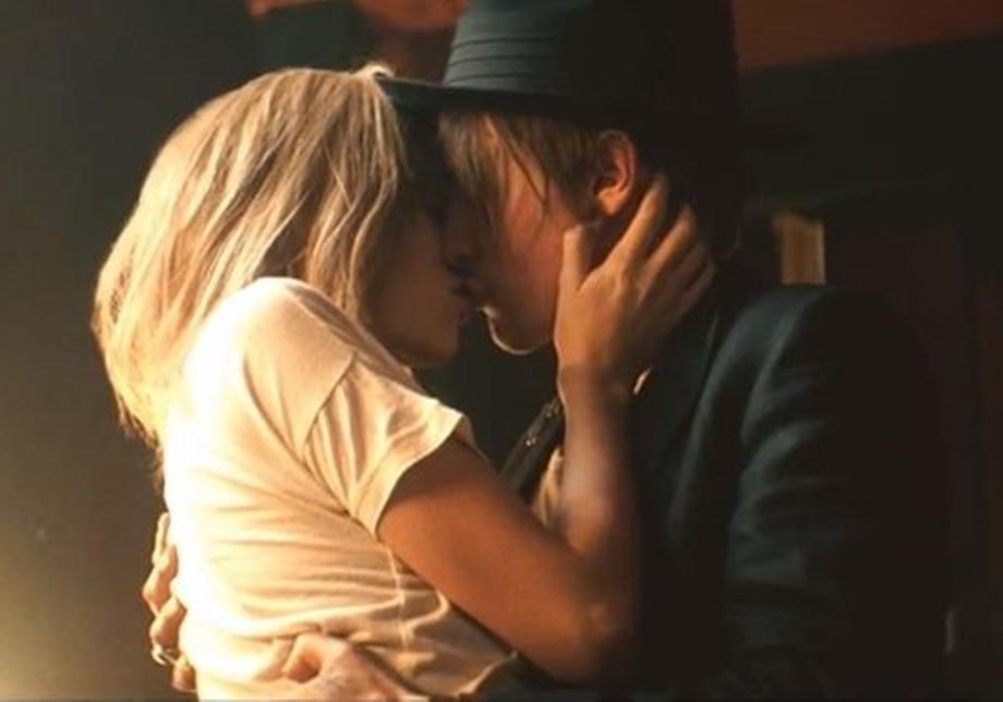 Кому-то понравилось, кому-то нет: Бритни Спирс, ДиКаприо и другие звезды рассказали о своем первом поцелуе