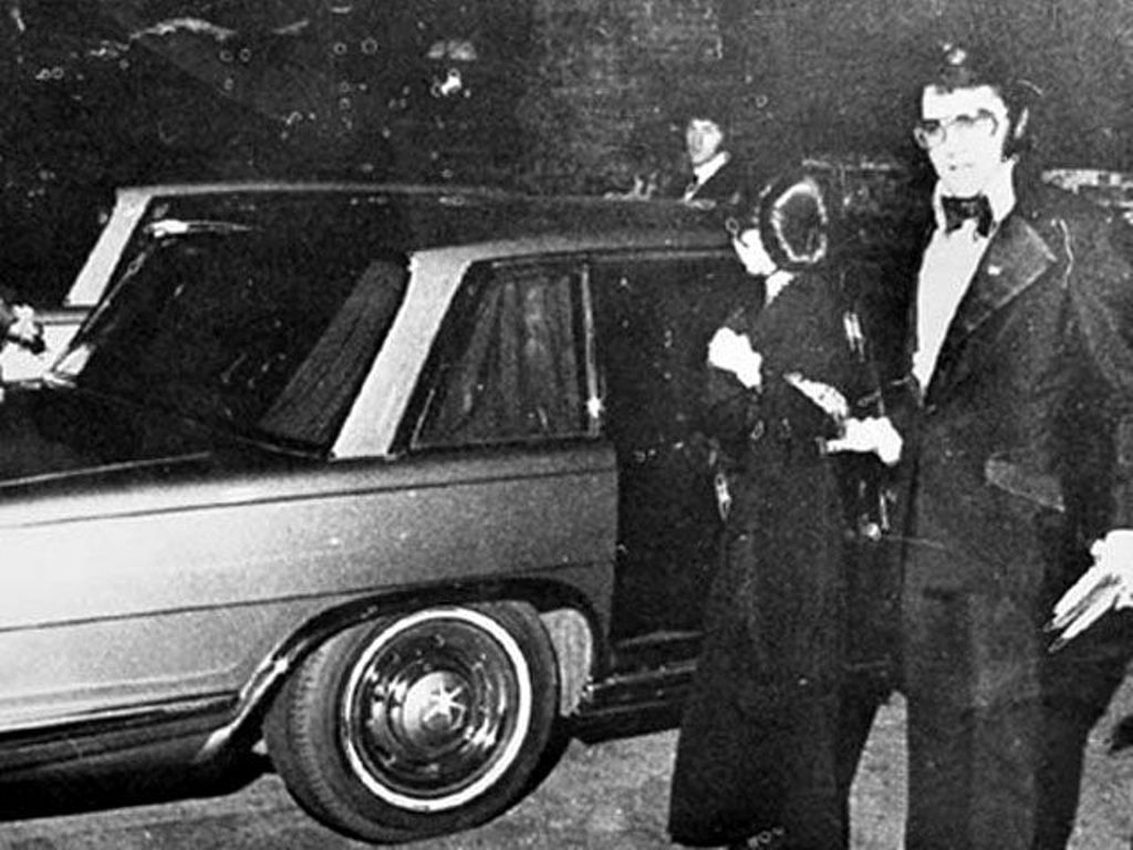 Mercedes-Benz Элвиса Пресли выставлен на аукцион. Будущему владельцу в комплекте с авто достанутся пластинки