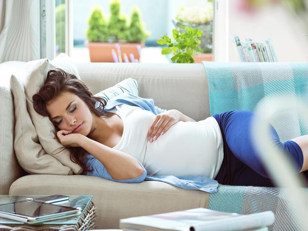 беременная знакомая выберать ей куртку сон