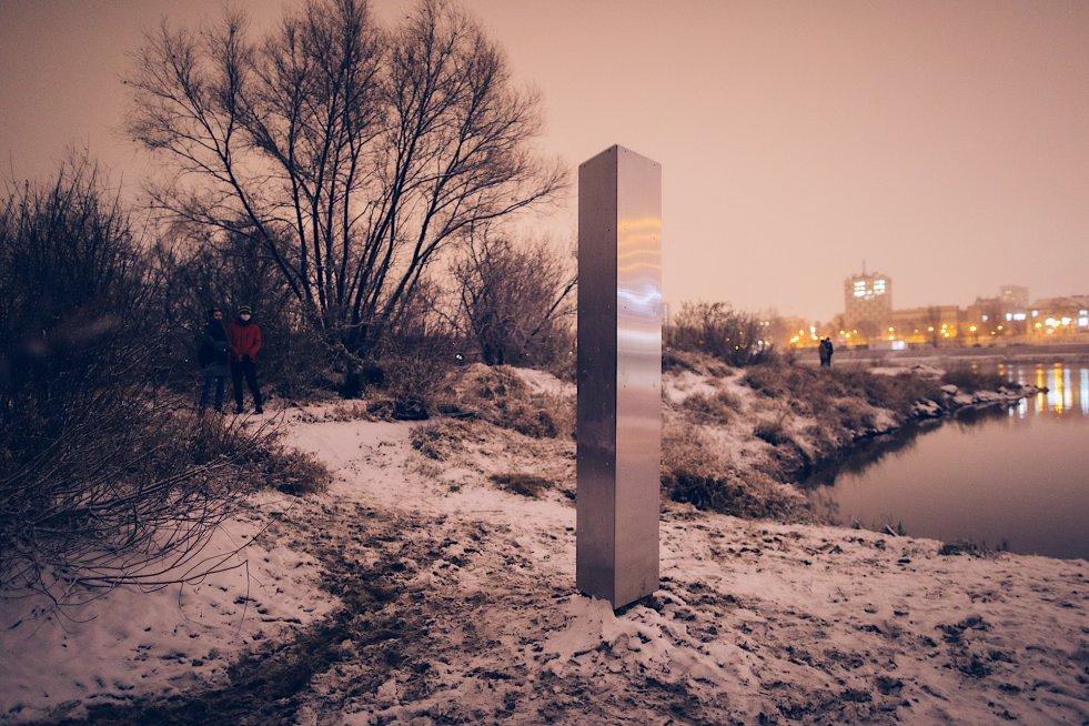 """Подарок сайта: свой """"таинственный монолит"""" появился и в Варшаве. Но его создатели известны"""