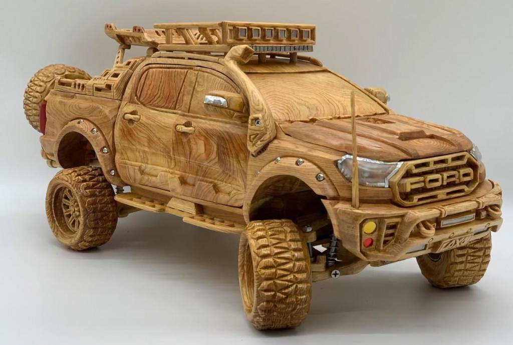 Деревянный внедорожник Ford Ranger весом почти 5 килограмм оценен в 150 тысяч рублей