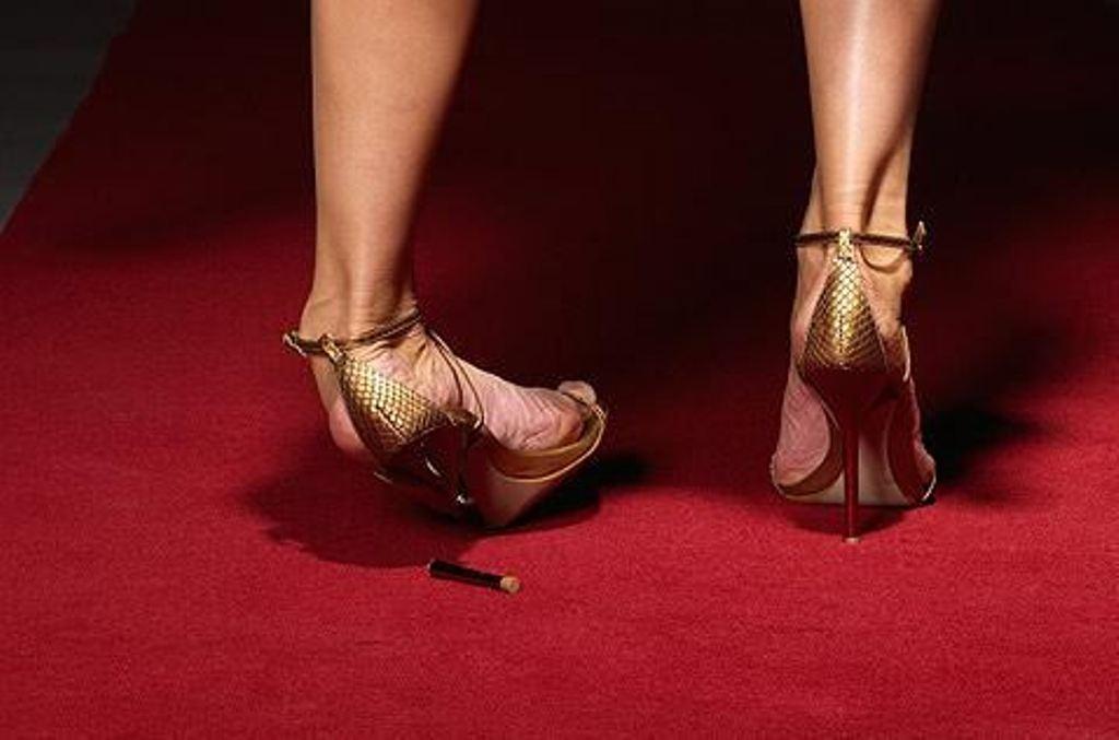 """Была близка к провалу. Юлия Меньшова рассказала, почему однажды Валерий Николаев """"дал ей поносить"""" свои ботинки"""
