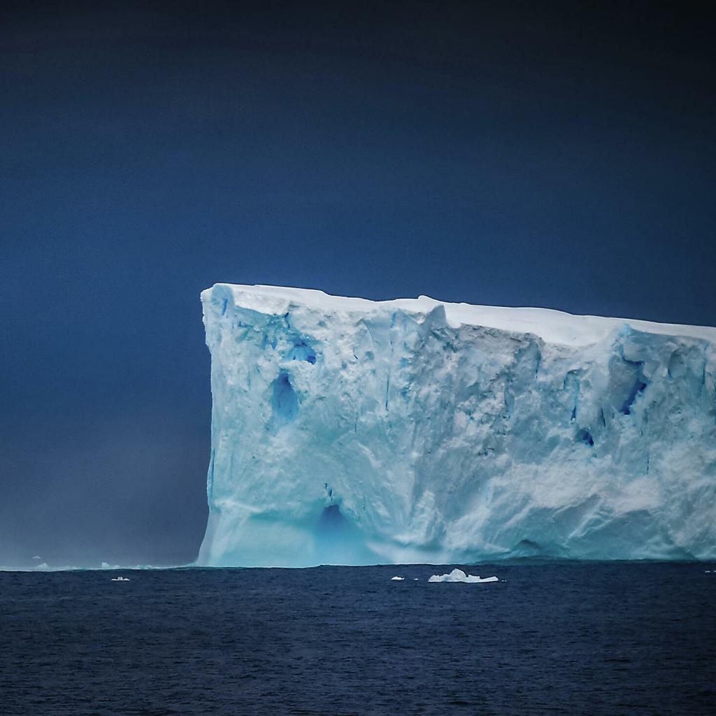 На Антарктиде отмечается необычная сейсмическая активность: за последние 4 месяца произошло более 30 000 подземных толчков, что связано с движением тектонических плит