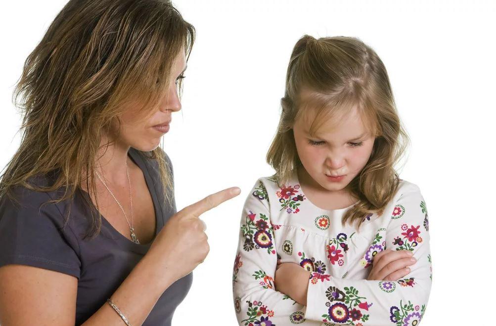 Обвинять всех вокруг и заставлять давать обещания:табу в воспитании ребенка от детского психолога Марины Романенко