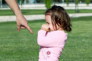 Кнут или пряник? Какая манера воспитания ребенка признана лучшей?