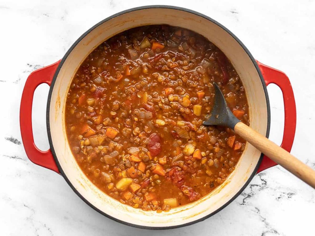 Белок можно получать не только из мяса. Вкусный чечевичный суп с томатами