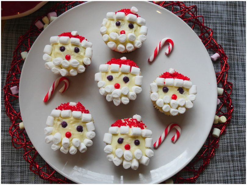 """Чтобы повеселить детишек, под Новый год всегда пеку к чаю свои кексики """"Деды Морозы"""". Рецепт простой, а на """"густоте"""" бороды не экономлю"""