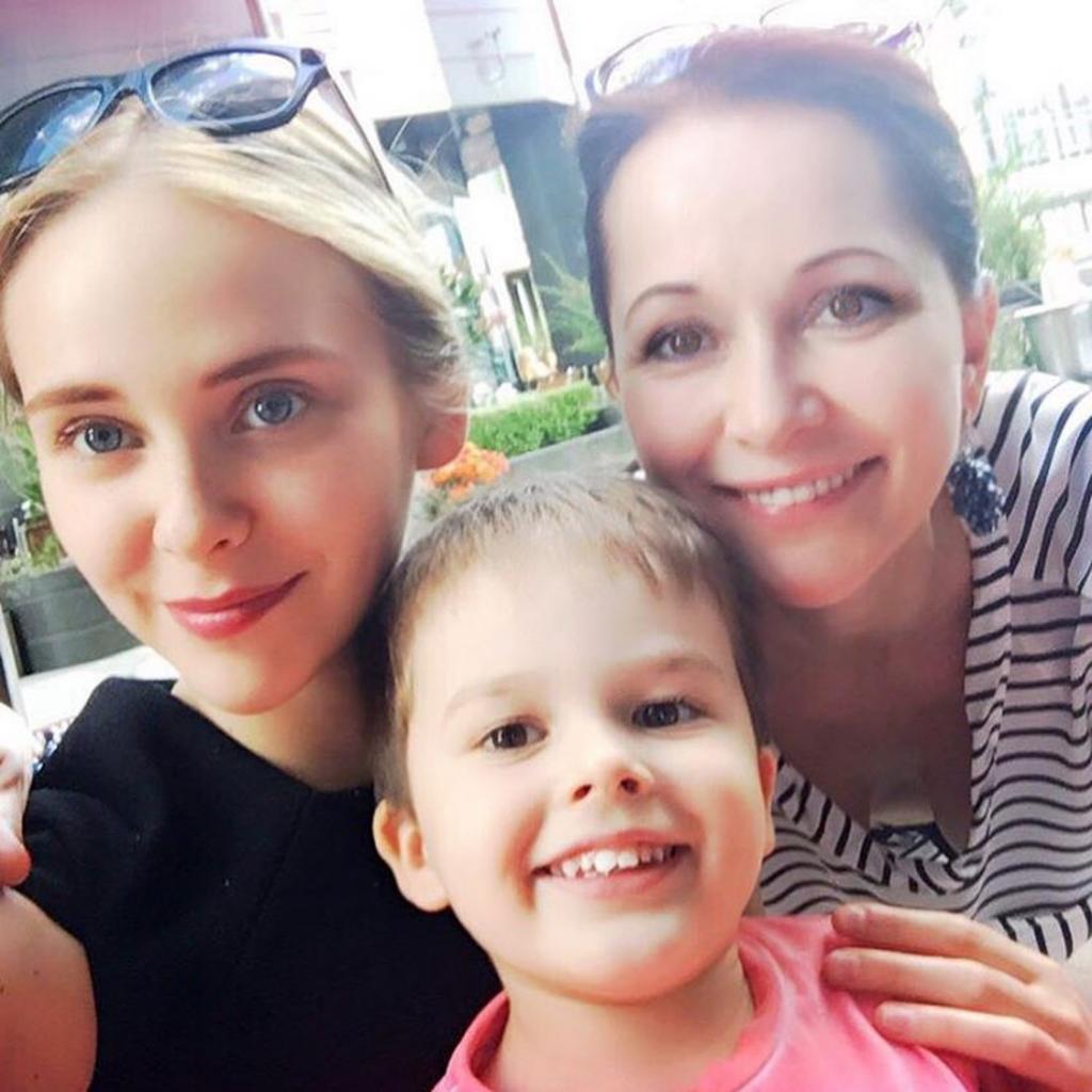 """""""Моя сила, моя жизнь"""": актриса Ольга Кабо поделилась архивным семейным фото и рассказала, чем сейчас занимаются ее дети"""
