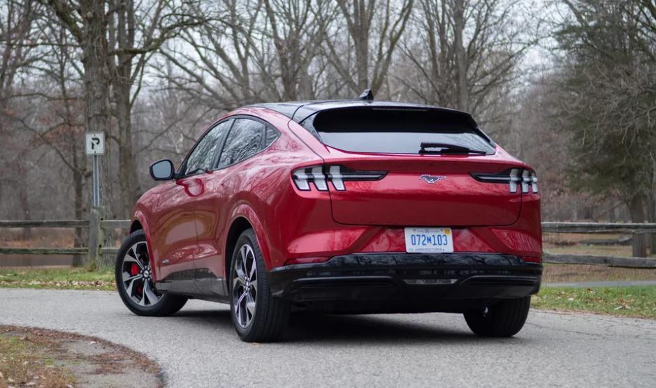 Ford Mustang Mach-E 2021 года - первый полностью электрический кроссовер Ford