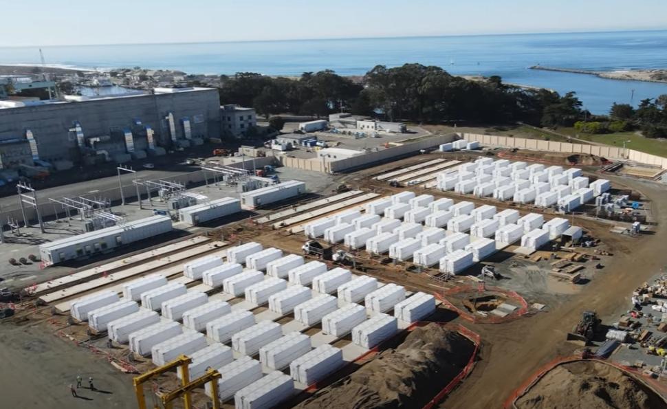 Tesla строит в Калифорнии крупнейшее в мире аккумуляторное хранилище электроэнергии, которое поможет компенсировать несоответствие графиков выработки электроэнергии из возобновляемых источников