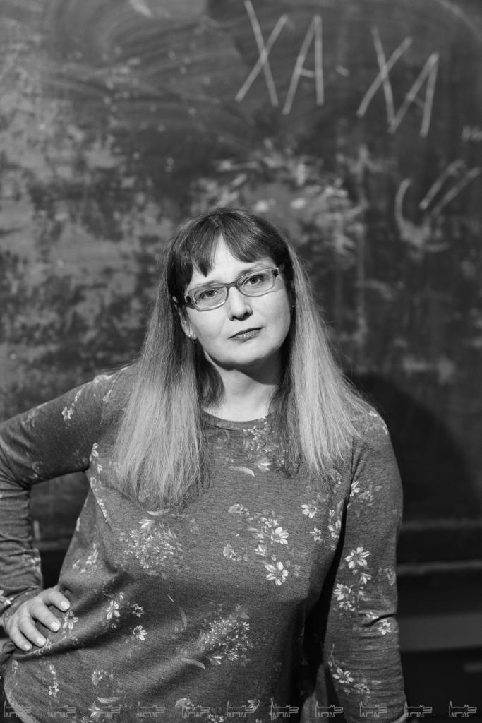 """В «конкурентоспособном» часто возникает лишняя """"н"""", а в «эскорте» — лишняя """"к"""": учительница Татьяна Гартман озвучила список слов, в которых российские телеведущие допускают ошибки"""
