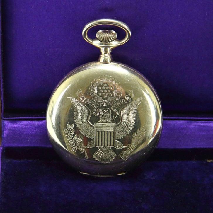 Были подарены бывшим президентом США. Вор украл карманные часы стоимостью 27 000 $