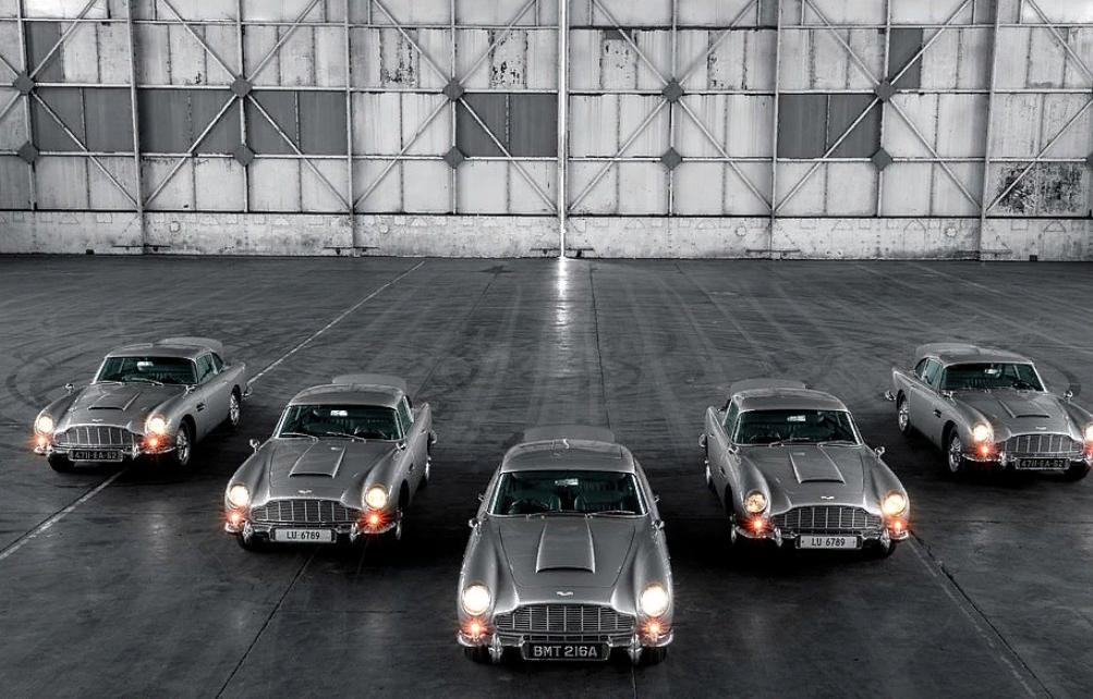 Коллекция автомобилей Джеймса Бонда отправится богатым покупателям: 5 классических продолжений Aston Martin DB5 Goldfinger с таранами, муляжами пулеметов, пуленепробиваемыми щитами и вращающимися номерными знаками