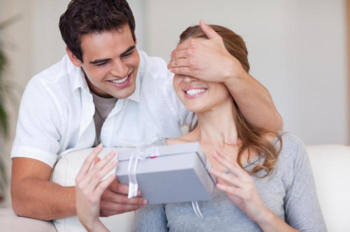 Картинки по запросу Ваш мужчина регулярно делает эти вещи, то он без ума от вас!