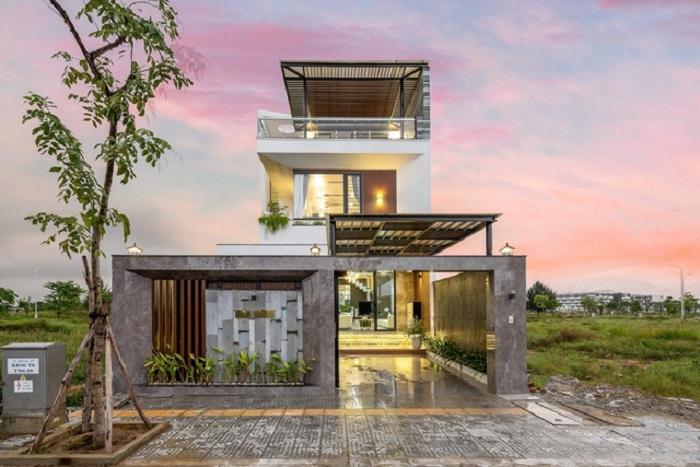 Вьетнамец построил для своей жены трехэтажный дом: увидев такой подарок, супруга растрогалась