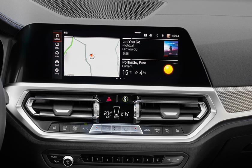 Поздравить автовладельцев: BMW приготовила новогоднее беспроводное обновление для своих моделей