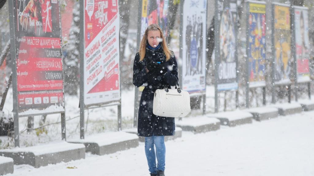 """Вечная """"женская"""" проблема, к которой приводит хождение без шапки зимой (но никто не решает ее, идут в аптеку за витаминами или за дорогой косметикой для волос)"""
