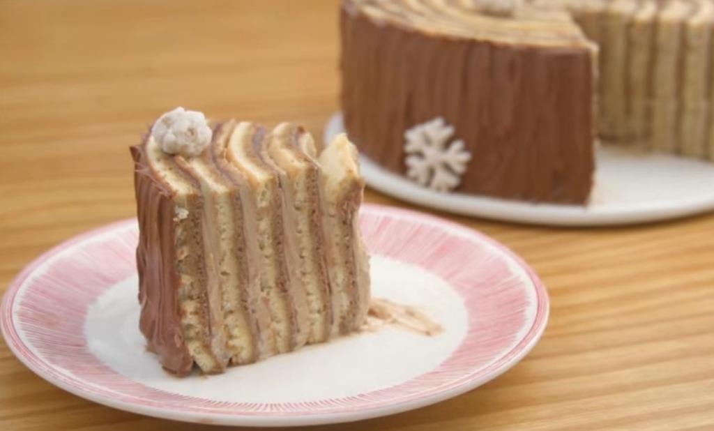 """Шоколадный торт """"Мокко"""" с кофейным кремом """"Муслин"""" украшаю орехами и зимним декором"""