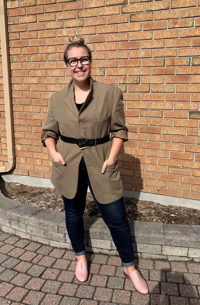 Мужской пиджак, кардиган и полосатая рубашка: женщина взяла 3 вещи из папиного гардероба и составила с ними много стильных женственных образов