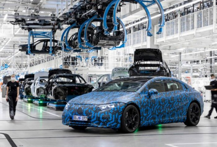 Внедорожник от Ferrari, семиместный Mercedes EQB: какие новинки ведущие автопроизводители представят в 2021 году