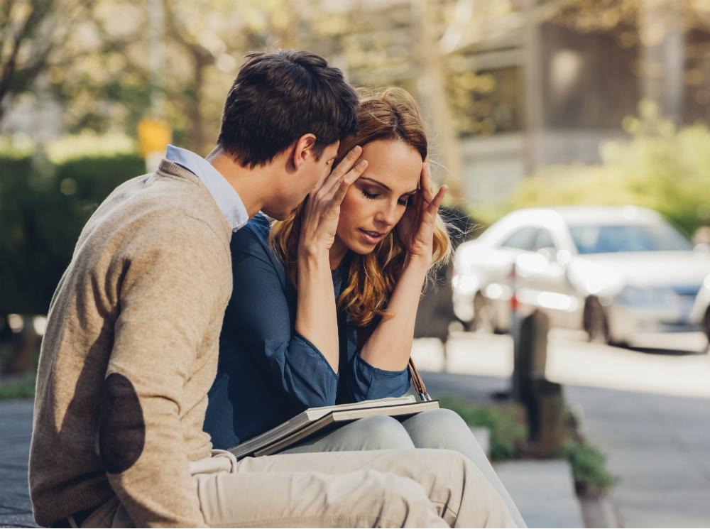 Любимая женская фраза, от которой мужья не могут стать успешными и начинают пролеживать сутками на диване (женщинам она кажется безобидной, а порой даже милой)
