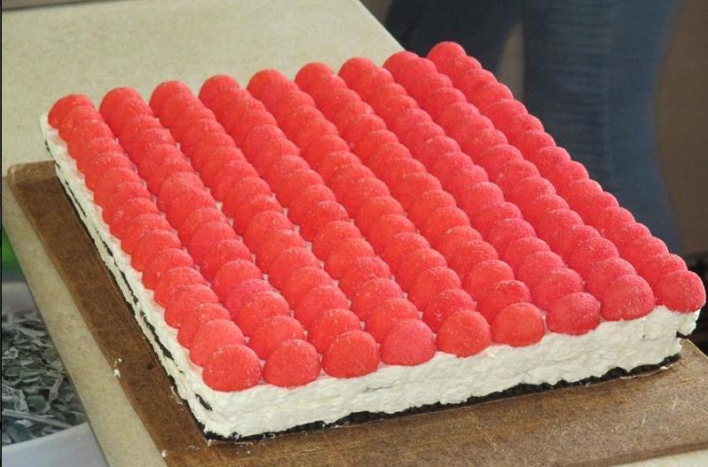 """Торт """"Дед Мороз"""": десерт, который стоит сделать на Новый год. Тем более что готовится он за полчаса"""