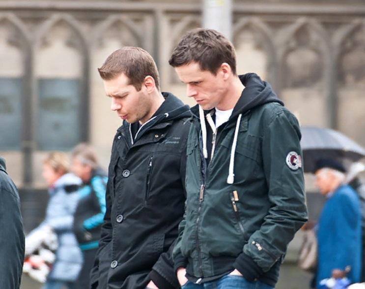 В Германии миллионер может стоять в рваных джинсах и старых кроссовках, но две вещи сразу выдадут его (на них не станет скупиться ни один состоятельный немец)
