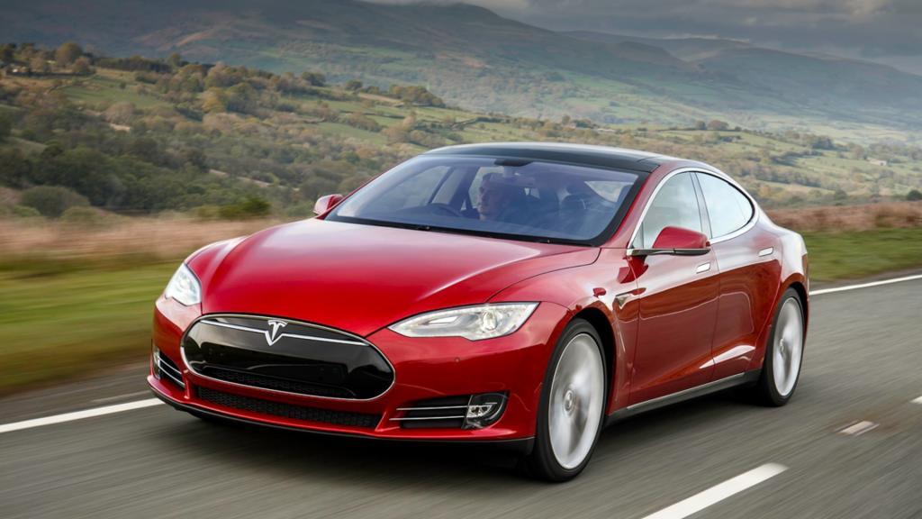 Владельцы Tesla смогут теперь играть в The Battle of Polytopia, Cat Quest и раскладывать пасьянс прямо в машине