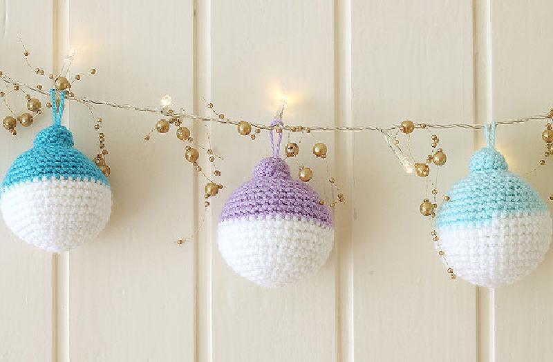 Новогодняя идея для рукодельниц: мастерим мягкие шарики для украшения праздничной елки (выглядят очень нежно)