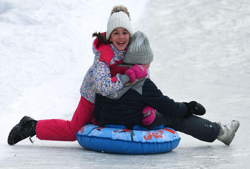 """""""Дольше на неделю"""": московским школьникам продлили зимние каникулы до 17 января"""